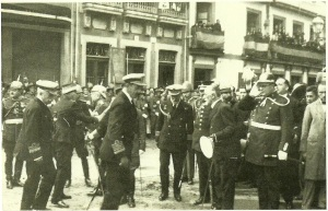 Alfonso XIII is received by local dignitaries in La Coruña in 1927. My great-grandfather's head can be partially seen, third from right. (Source: Foto Blanco)