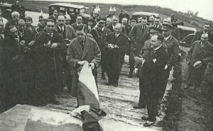 Edward, Prince of Wales, unveils a plaque to the memory of Sir John Moore in La Coruña on 19 January 1931. My great-grandfather stands behind him, on the left. (Photo by express and gracious permission of Mr Manuel Santiago Arenas Roca. Total or partial reproduction, distribution, public communication or modification is prohibited without his express authorization)