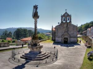 View of the Cruceiro de Hío, opposite the parish church.
