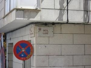 La Rúa de Lage (hoy Rúa de Laxe) en Noya resultó especialmente afectada por el cólera en 1854. Varios residentes de la zona perecieron durante la epidemia.