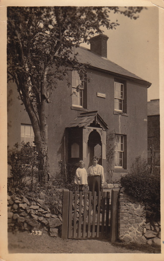 A family snapshot in front of Ash Villa in 1918.