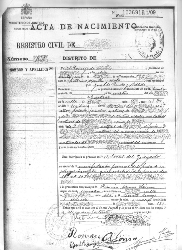 A traditional Spanish birth certificate before the introduction of telematic forms.